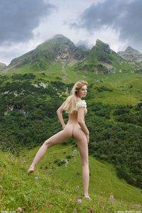 Belinda-Sexy-Dirndl-w0tlpq71mz.jpg